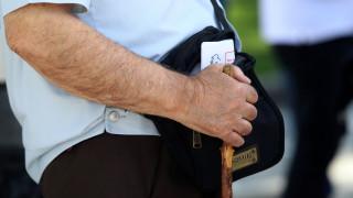 Οι συνταξιούχοι μηνύουν Αχτσιόγλου για τις καθυστερήσεις στην καταβολή των συντάξεων