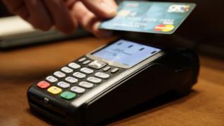 Ανέπαφα κάνουν τις συναλλαγές τους οι Έλληνες καταναλωτές