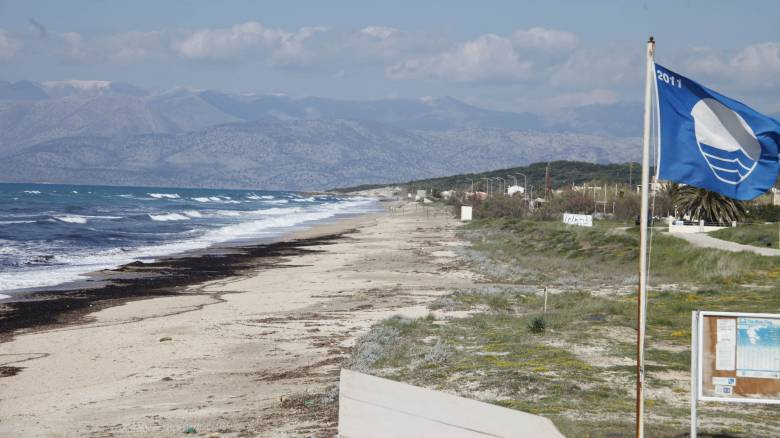 Ποιες παραλίες έχασαν τις γαλάζιες σημαίες τους