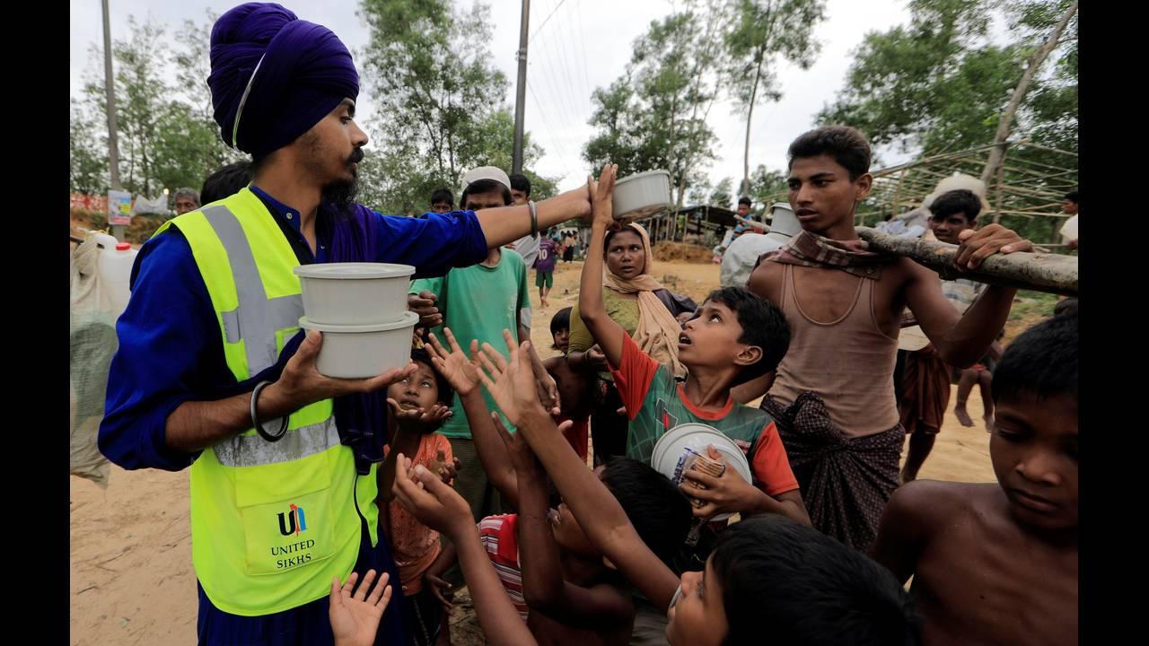 https://cdn.cnngreece.gr/media/news/2018/09/18/147289/photos/snapshot/2017-10-19T120714Z_325405075_RC125B99AC90_RTRMADP_3_MYANMAR-ROHINGYA-BANGLADESH.JPG