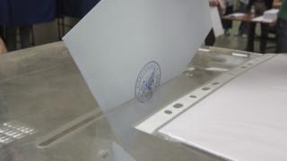 Νέα δημοσκόπηση: Ντέρμπι ΣΥΡΙΖΑ – ΝΔ και «θρίλερ» στις κάλπες