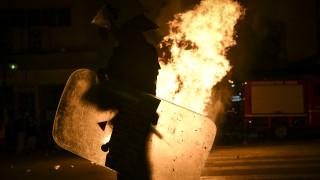 Αγρίνιο: Από φωτοβολίδα φέρεται να τραυματίστηκε η 19χρονη στα επεισόδια της πορείας
