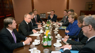 Τηλεφωνική επικοινωνία Πούτιν - Μέρκελ για τη κρίση στη Συρία