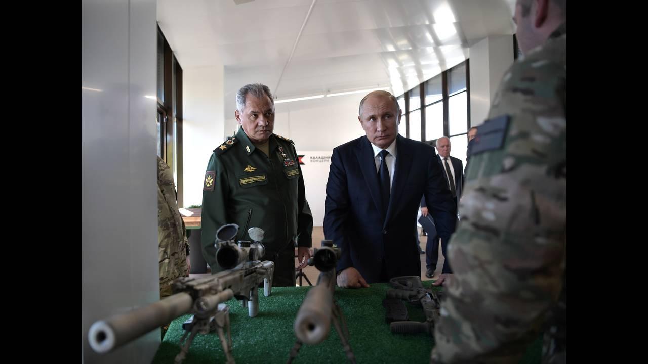 https://cdn.cnngreece.gr/media/news/2018/09/20/147453/photos/snapshot/2018-09-19T162220Z_1364027131_RC1C84211CD0_RTRMADP_3_RUSSIA-PUTIN.JPG