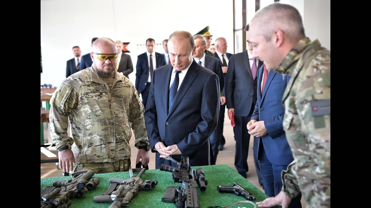 https://cdn.cnngreece.gr/media/news/2018/09/20/147453/photos/snapshot/2018-09-19T162227Z_753675542_RC1D530821B0_RTRMADP_3_RUSSIA-PUTIN.JPG