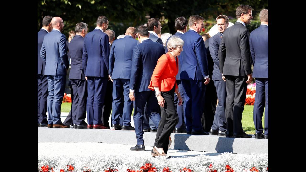 https://cdn.cnngreece.gr/media/news/2018/09/20/147519/photos/snapshot/2018-09-20T105659Z_307204041_RC14DF3291E0_RTRMADP_3_EU-SUMMIT.jpg