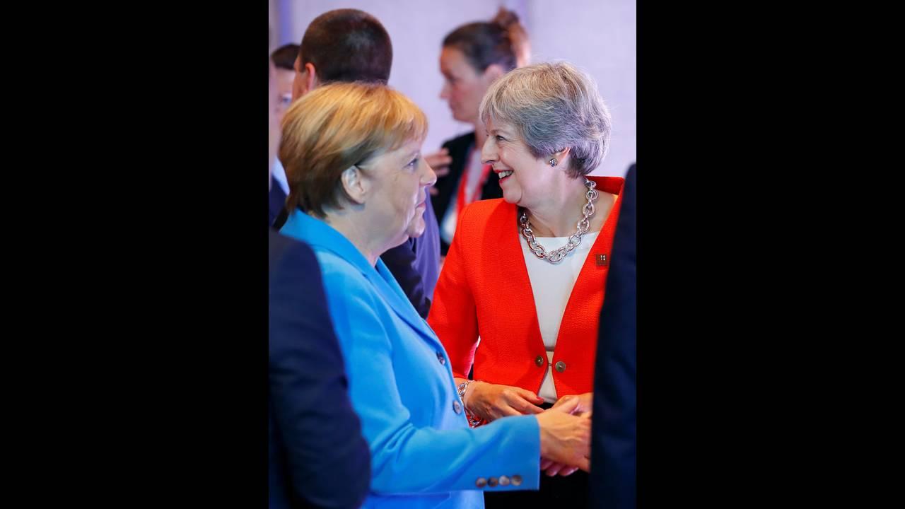 https://cdn.cnngreece.gr/media/news/2018/09/20/147525/photos/snapshot/2018-09-20T083718Z_520273820_RC1157F8F9D0_RTRMADP_3_EU-SUMMIT.jpg