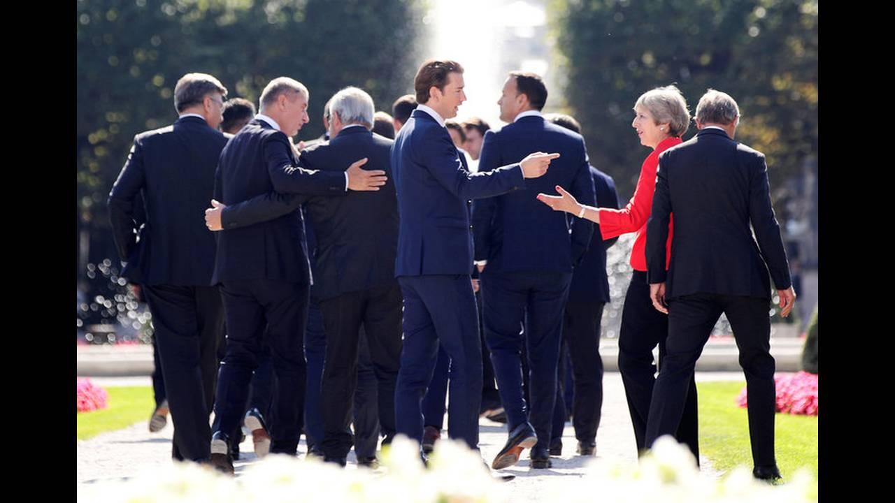 https://cdn.cnngreece.gr/media/news/2018/09/20/147525/photos/snapshot/2018-09-20T111130Z_412046114_RC1EE0CA41F0_RTRMADP_3_EU-SUMMIT.jpg