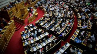 Νομοσχέδιο με «δώρα» κατέθεσε στη Βουλή το υπουργείο Οικονομικών