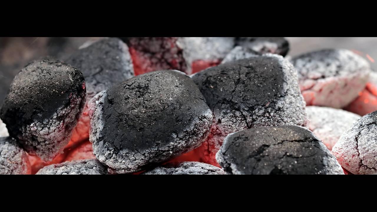 https://cdn.cnngreece.gr/media/news/2018/09/21/147631/photos/snapshot/charcoal-2396754_1920.jpg