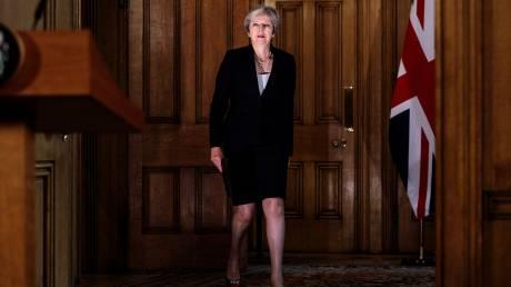 Στην αντεπίθεση η Μέι: Η Ε.Ε. να καταθέσει νέες προτάσεις