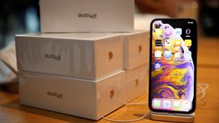 Φρενίτιδα στη Ρωσία για το νέο iPhone: Πουλούν μία… θέση στην ουρά για την αγορά του