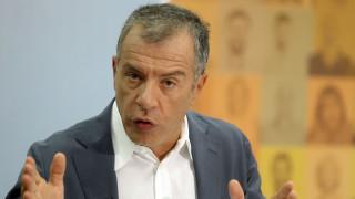 Θεοδωράκης: Η Ελλάδα να κλείσει το Σκοπιανό και να ασχοληθεί με τα προβλήματα στα ανατολικά σύνορα