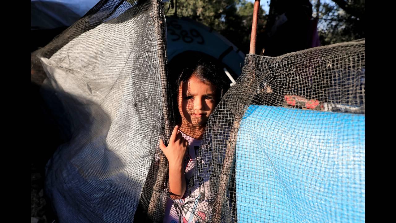 Σώστε τα παιδιά στη Μόρια»: 4 απόπειρες αυτοκτονίας σε μία εβδομάδα - CNN.gr