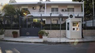 «Παγώνει» η μετάθεση του φρουρού της πρεσβείας του Ιράν μετά το θάνατο της συζύγου του