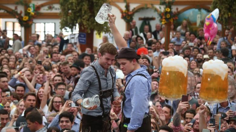 Oktoberfest: Ξεκίνησε το μεγαλύτερο φεστιβάλ μπύρας