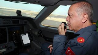 Με στολή πιλότου στο Teknofest της Κωνσταντινούπολης ο Ερντογάν