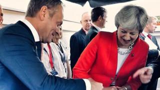 Ο Τζέρεμι Χαντ κατηγορεί τον Ντ. Τουσκ για «προσβολή του βρετανικού λαού»