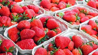 Επεκτείνεται η απειλή με τις βελόνες μέσα σε φράουλες