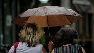 Καιρός: Βροχές και αισθητή πτώση της θερμοκρασίας την Τρίτη