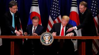 Τραμπ: Ιστορικό ορόσημο η νέα εμπορική συμφωνία Ουάσιγκτον - Σεούλ