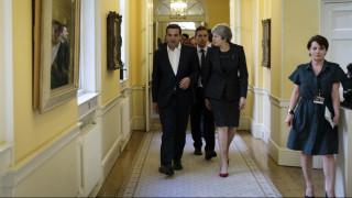 Politico: Η Μέι μπορεί να ζητήσει βοήθεια από τον Τσίπρα