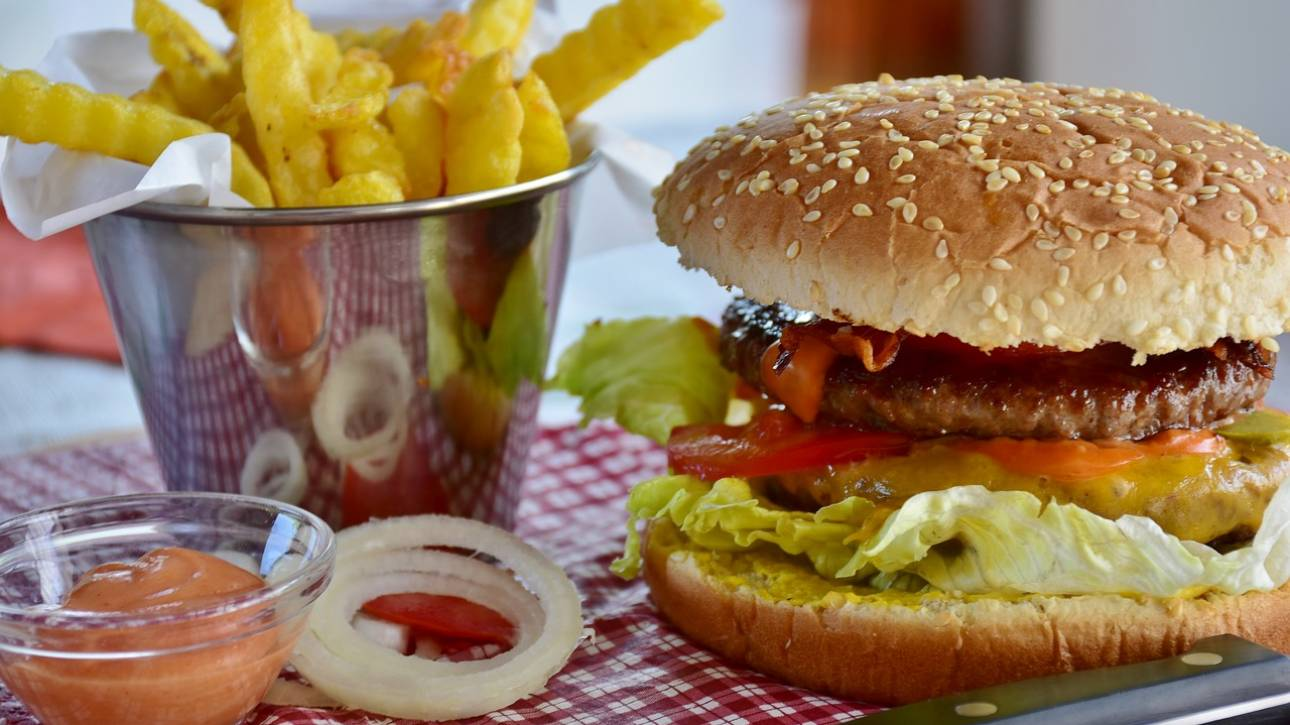 Το «φαστ φουντ» αυξάνει τον κίνδυνο κατάθλιψης