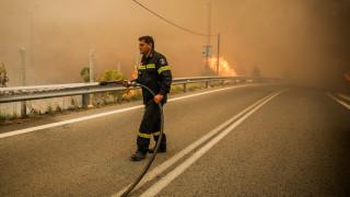 Υπό μερικό έλεγχο οι φωτιές σε Κεφαλονιά και Αχαΐα - Οριοθετήθηκε η πυρκαγιά στον Μαραθώνα