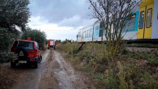 Σφοδρή σύγκρουση τρένου με αυτοκίνητο στην παλιά εθνική οδό Λαμίας-Αθηνών