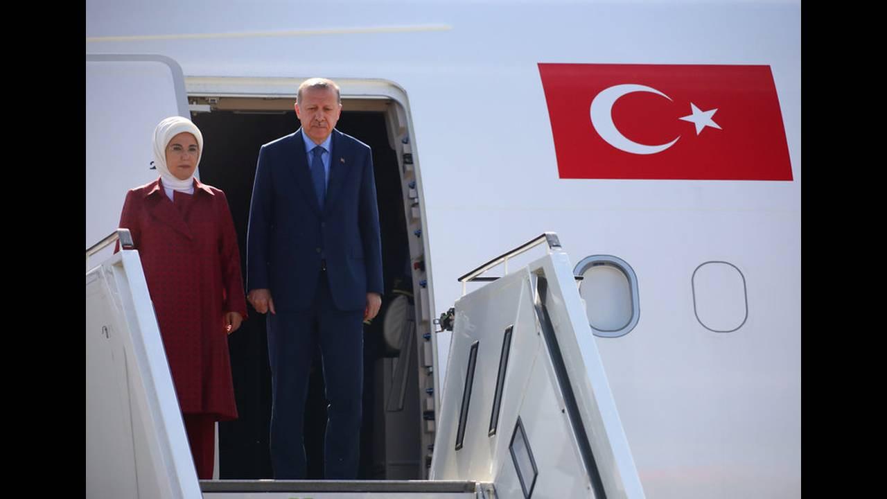 https://cdn.cnngreece.gr/media/news/2018/09/27/148574/photos/snapshot/2018-09-27T105748Z_1431019258_RC147B88F380_RTRMADP_3_GERMANY-TURKEY-ERDOGAN-ARRIVAL.jpg