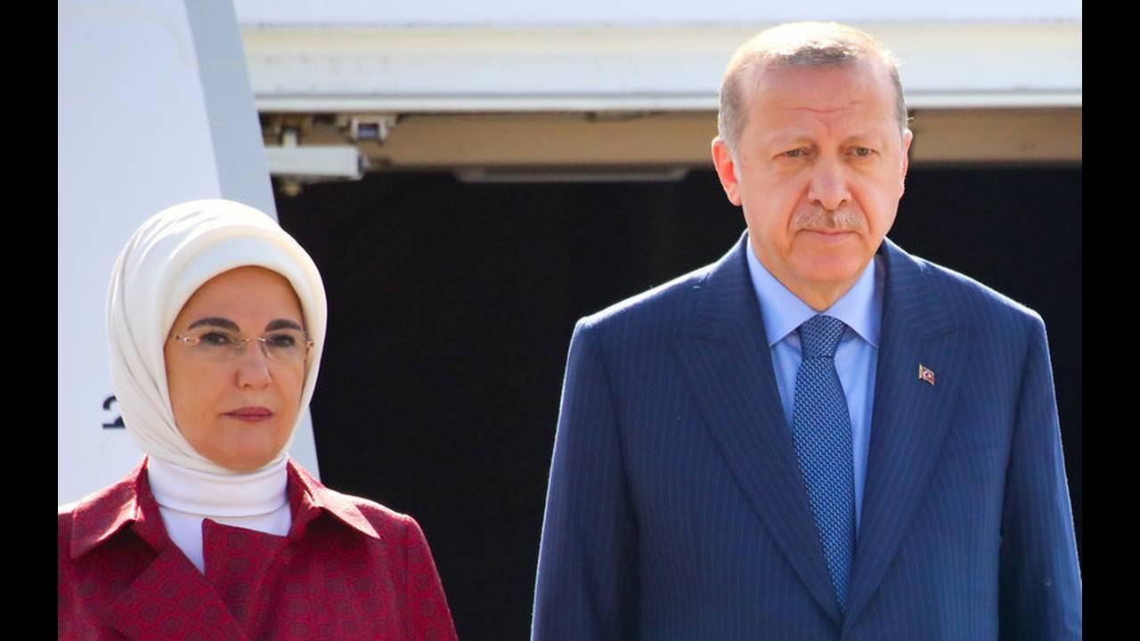https://cdn.cnngreece.gr/media/news/2018/09/27/148574/photos/snapshot/2018-09-27T110626Z_1046807107_RC15F3742FE0_RTRMADP_3_GERMANY-TURKEY-ERDOGAN-ARRIVAL.jpg