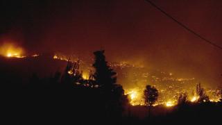 Δύσκολη νύχτα στην Αχαΐα: Μάχη σε δύο πύρινα μέτωπα