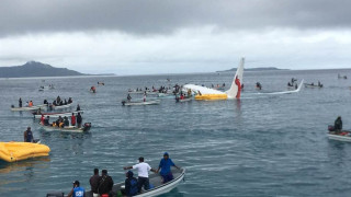 Πτήση «θρίλερ»: Αεροσκάφος προσγειώθηκε σε λιμνοθάλασσα