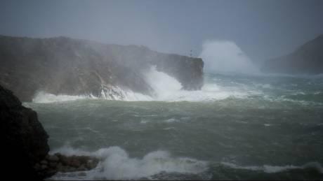 Κακοκαιρία: Κύματα ως και 11 μέτρα θα φέρει ο μεσογειακός κυκλώνας