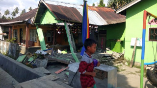 Ισχυρός σεισμός και προειδοποίηση για τσουνάμι στην Ινδονησία