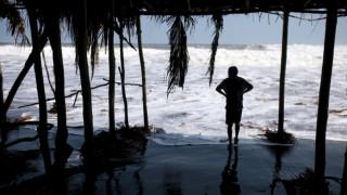 Τσουνάμι χτύπησε την Ινδονησία μετά τους ισχυρούς σεισμούς
