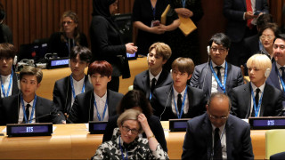 ΒΤS: οι Κορεάτες που εκθρόνισαν τη Rihanna γράφουν ιστορία με τις ευχές του ΟΗΕ