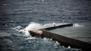Κυκλώνας Ζορμπάς: Έρχεται με θυελλώδεις ανέμους, ισχυρές καταιγίδες και γιγάντια κύματα