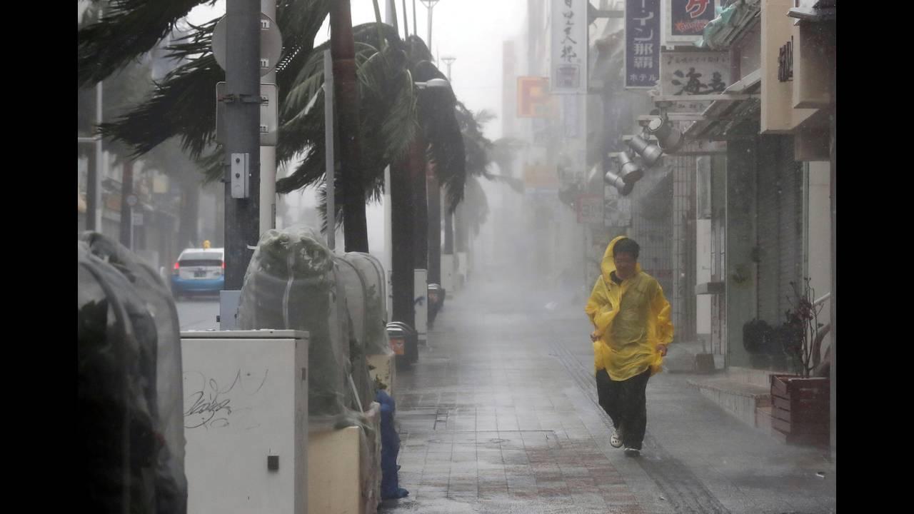 https://cdn.cnngreece.gr/media/news/2018/09/29/148765/photos/snapshot/2018-09-29T054305Z_1799254698_RC1AB2174330_RTRMADP_3_ASIA-STORM-JAPAN.JPG