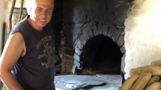 Χίος: Ένας αλλιώτικος ξυλόφουρνος που προσελκύει ντόπιους και τουρίστες