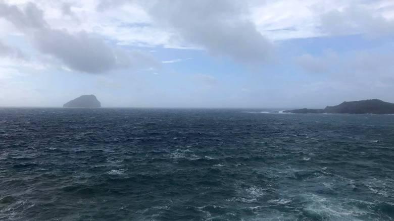 Κυκλώνας Ζορμπάς: Τεράστια κύματα παρασύρουν ψαρά στη Στούπα