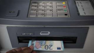 Οικονομικές και πολιτικές προκλήσεις σκιάζουν τη χαλάρωση των capital controls