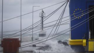 Κυκλώνας Ζορμπάς: Δεμένα τα πλοία στα λιμάνια - Βυθίστηκαν σκάφη στην Καλαμάτα