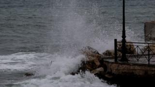 Κυκλώνας Ζορμπάς: ΕΜΑΚ και δύτες αναζητούν τους αγνοούμενους στην Εύβοια