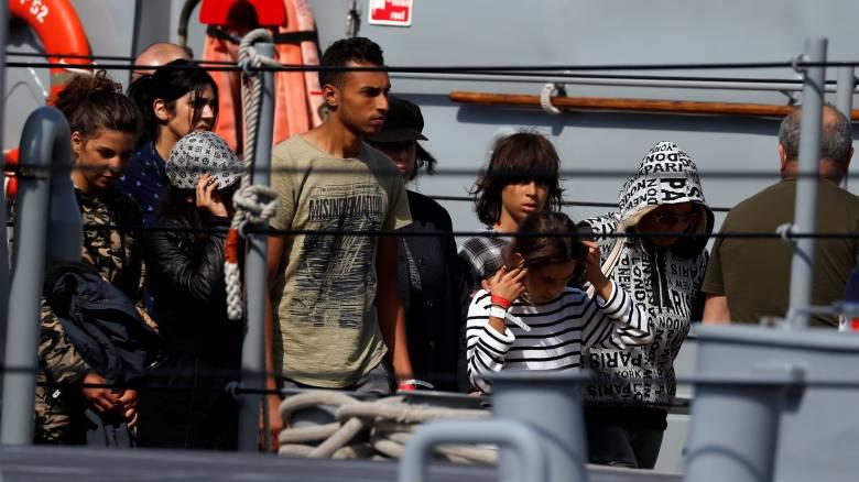Στο λιμάνι της Βαλέτας αποβιβάστηκαν οι μετανάστες του Aquarius