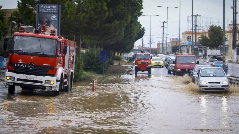 Κυκλώνας Ζορμπάς: Νεκρός οδηγός στο Βραχάτι που εγκλωβίστηκε από τα νερά