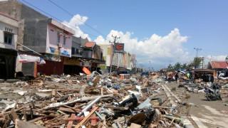 Έκκληση για βοήθεια από την Ινδονησία μετά τον ισχυρό σεισμό και το τσουνάμι