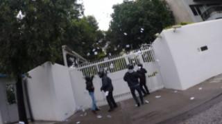 Βίντεο από την παρέμβαση του Ρουβίκωνα στο σπίτι του αμερικανού πρέσβη