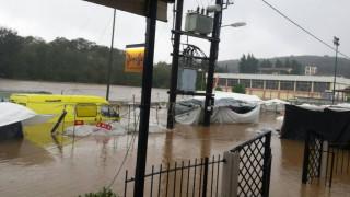 Κυκλώνας Ζορμπάς: Καρέ - καρέ η δραματική διάσωση του 27χρονου στην Εύβοια