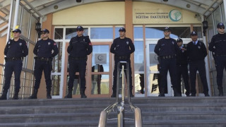 Τουρκία: Ένταλμα σύλληψης για 417 άτομα που έβγαλαν τα λεφτά τους στις ΗΠΑ